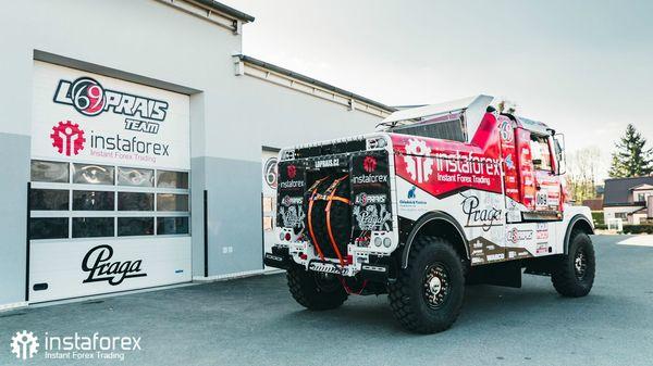 Лопрайс испытывает грузовик Praga V4S DKR для ралли Дакар 2020